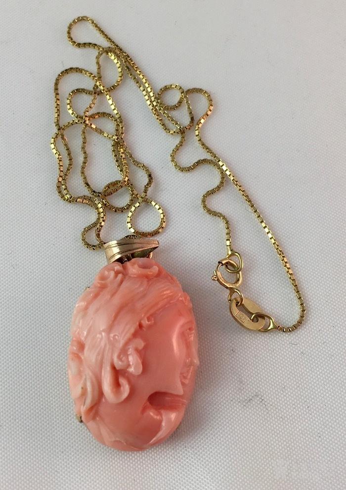 14k金镶嵌天然珊瑚雕刻西方美女头像项链图4