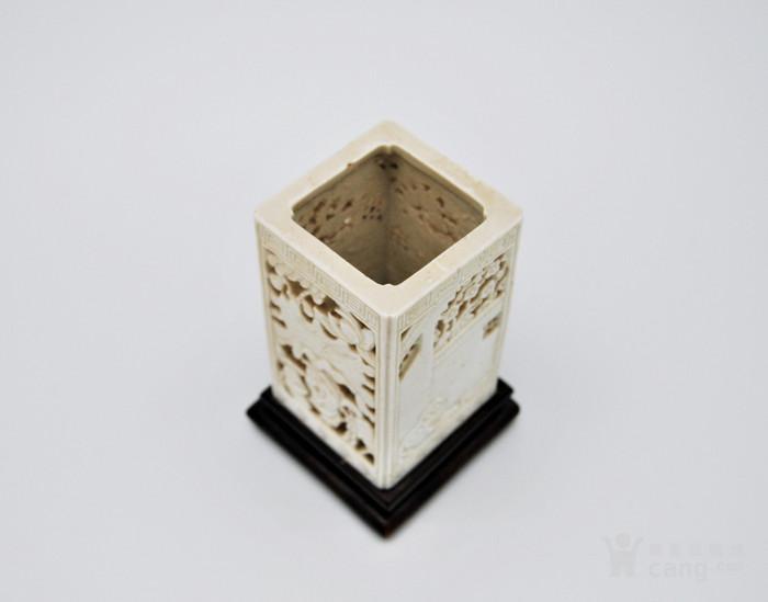 清 德化白釉透雕方笔筒v2图5