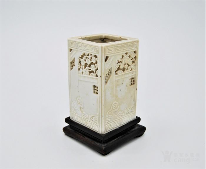 清 德化白釉透雕方笔筒v2图2