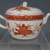 清晚期矾红三多纹茶壶