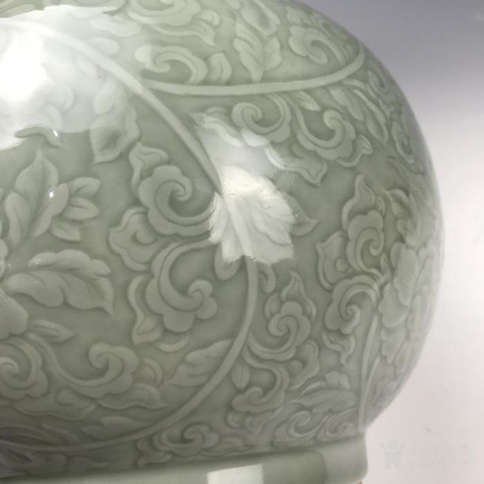 清代早期  暗刻夔龙穿花青釉瓶图7