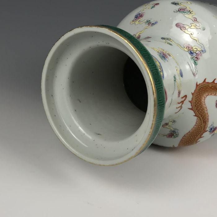 清代粉彩 描金双龙纹棒槌瓶图8