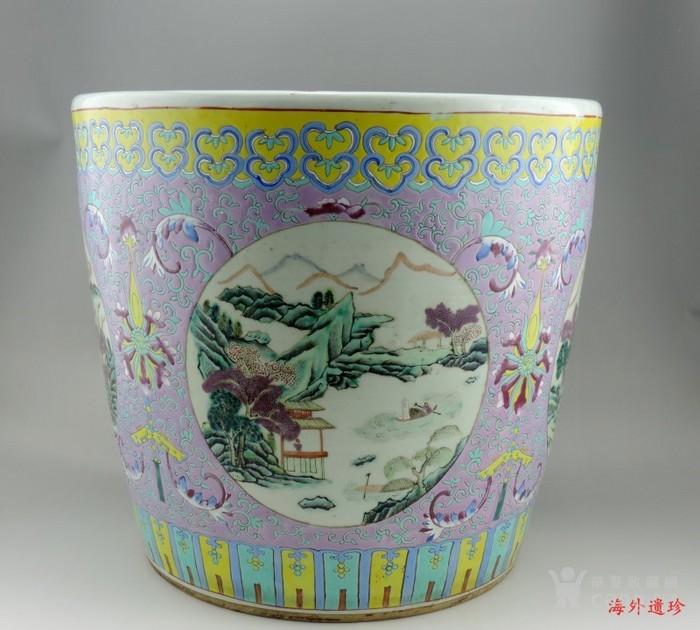 清代 粉彩缠枝莲山水人物特大号花缸 一对图2