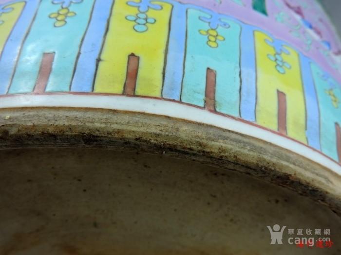清代 粉彩缠枝莲山水人物特大号花缸 一对图5