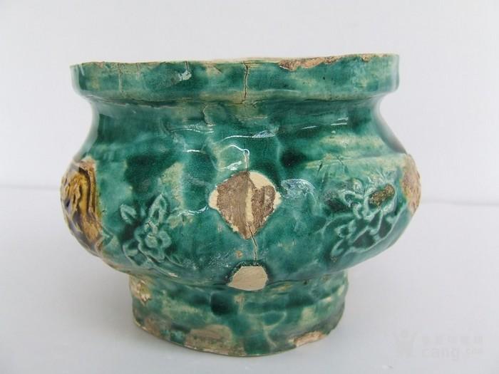 清代中晚期花草动物开光浮纹绿彩香炉图2