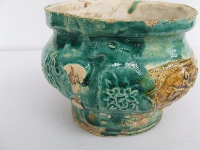 清代中晚期花草动物开光浮纹绿彩香炉图8