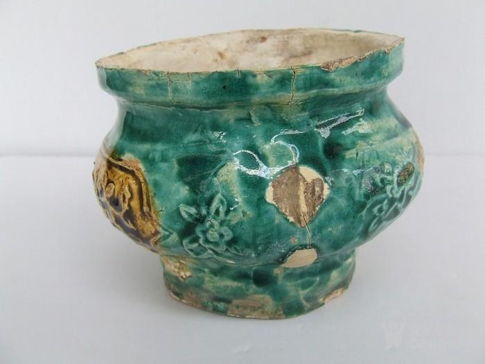 清代中晚期花草动物开光浮纹绿彩香炉图9