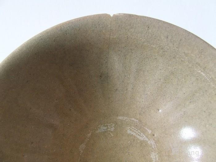 出水的南宋刻纹龙泉大碗图7