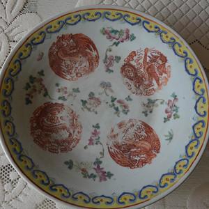 清代晚期矾红团龙纹大盘