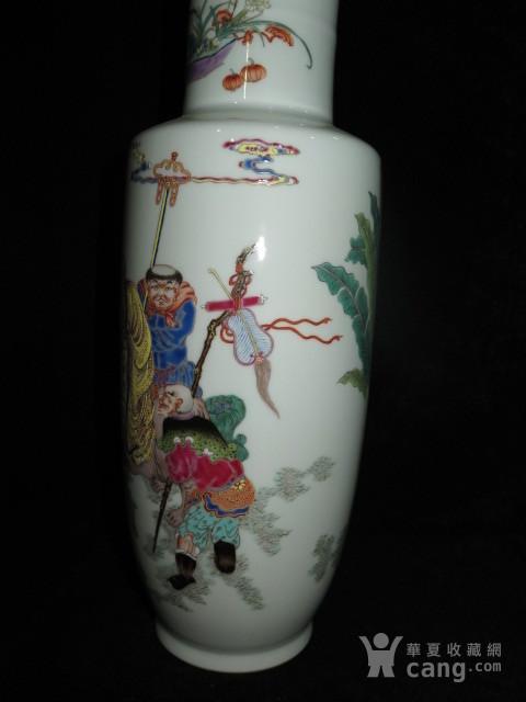 清代粉彩人物棒槌瓶图5