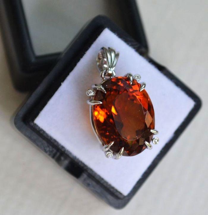 黄水晶钻石吊坠 15.8克拉纯天然黄水晶18K金钻石吊坠图2