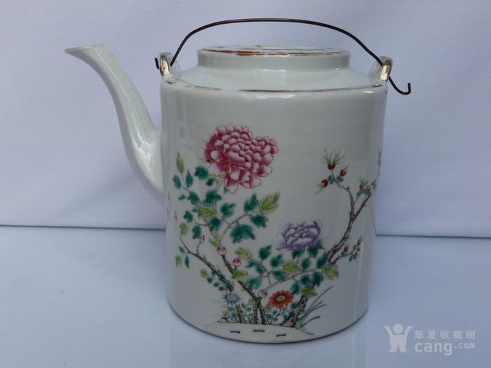 晚清民国名家制作粉彩瓷茶壶图1