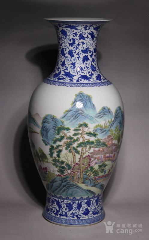 清代     青花缠枝山水人物花瓶图1