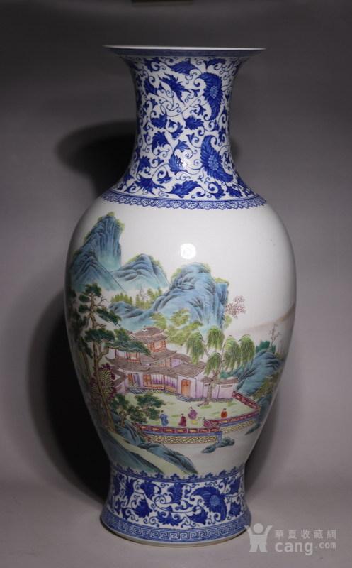 清代     青花缠枝山水人物花瓶图2