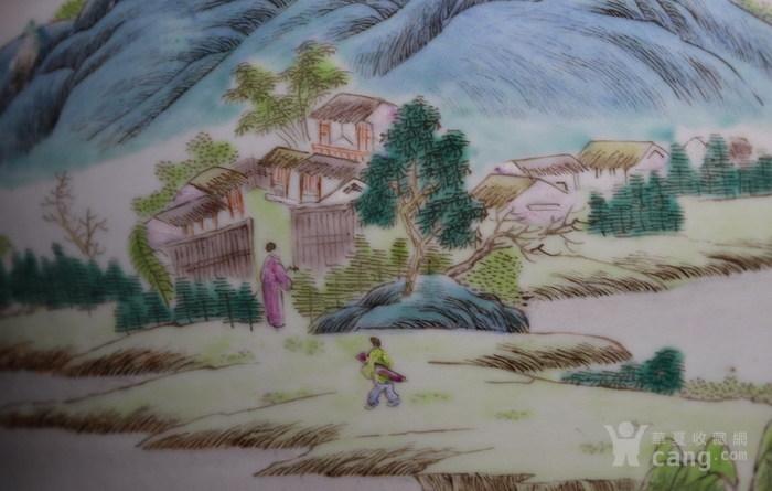 清代     青花缠枝山水人物花瓶图7