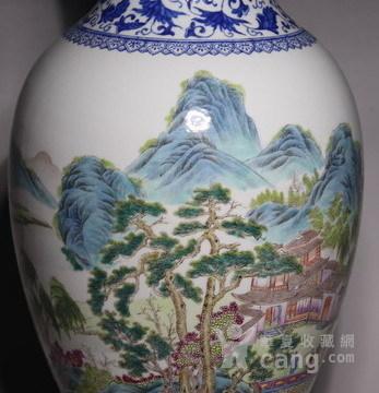 清代     青花缠枝山水人物花瓶图6