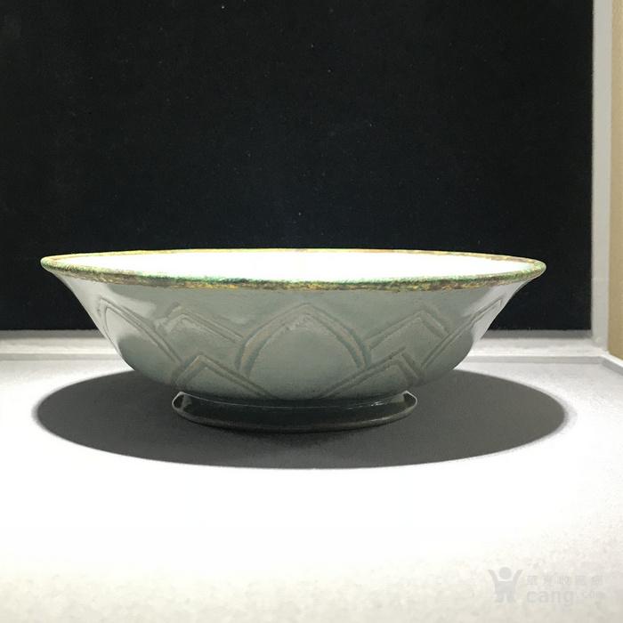 宋代 莲瓣纹青瓷碗图3