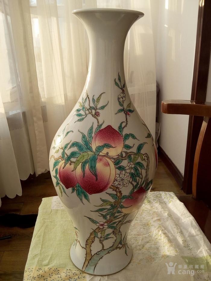 大清雍正年制款粉彩九桃橄榄瓶图1