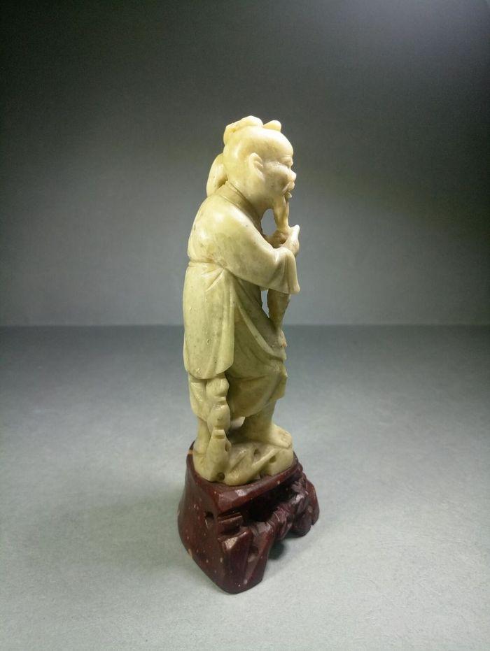老青田渔翁得利石雕
