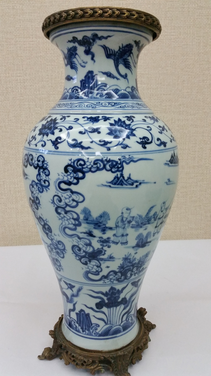 明青花瓶图1