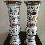 法国国王路易十五彩绘纹章花觚一对