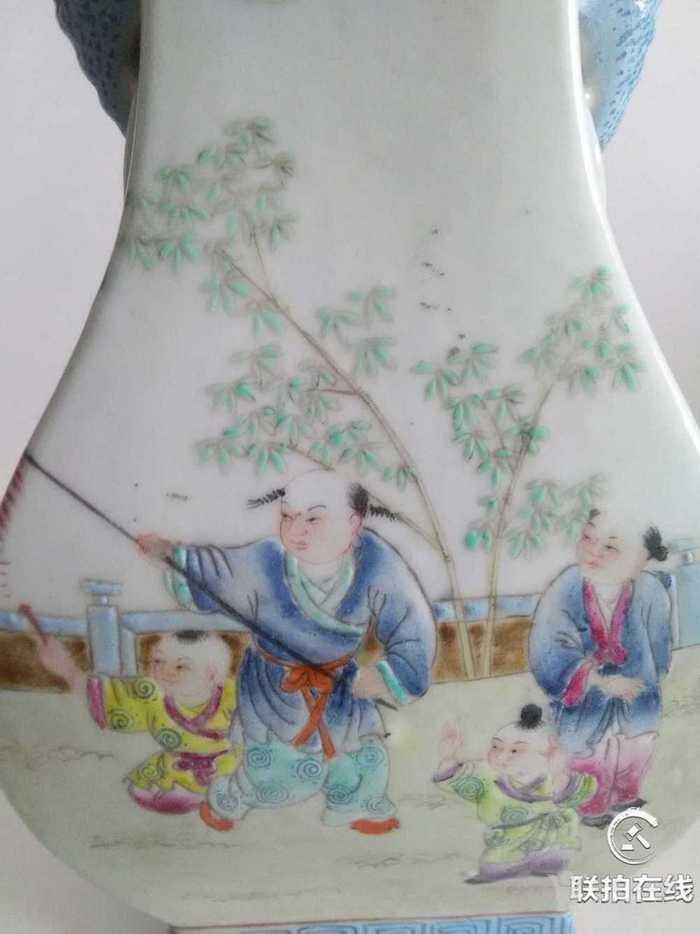 粉彩四方赏瓶图3