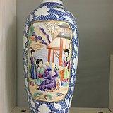 清珍珠青花花卉纹开光粉彩人物故事梅瓶高32厘米
