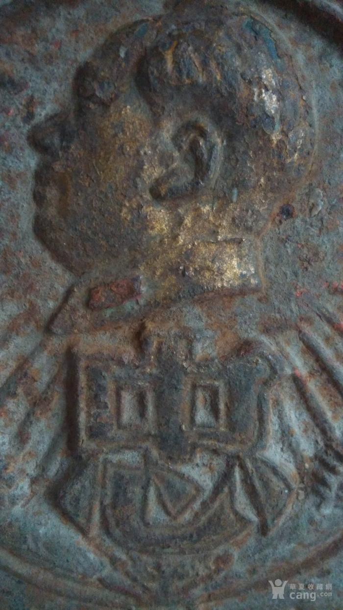 铸铁鎏金毛主席像章图4