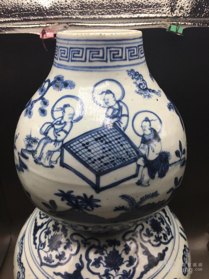 明青花人物故事纹葫芦瓶图2