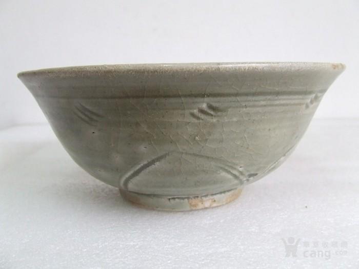 出水的南宋刻纹龙泉碗图1