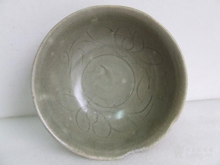 出水的南宋刻纹龙泉碗图2