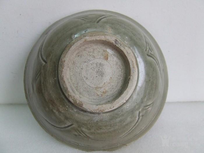 出水的南宋刻纹龙泉碗图3