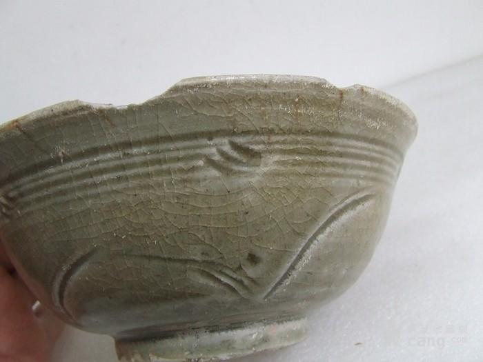 出水的南宋刻纹龙泉碗图7