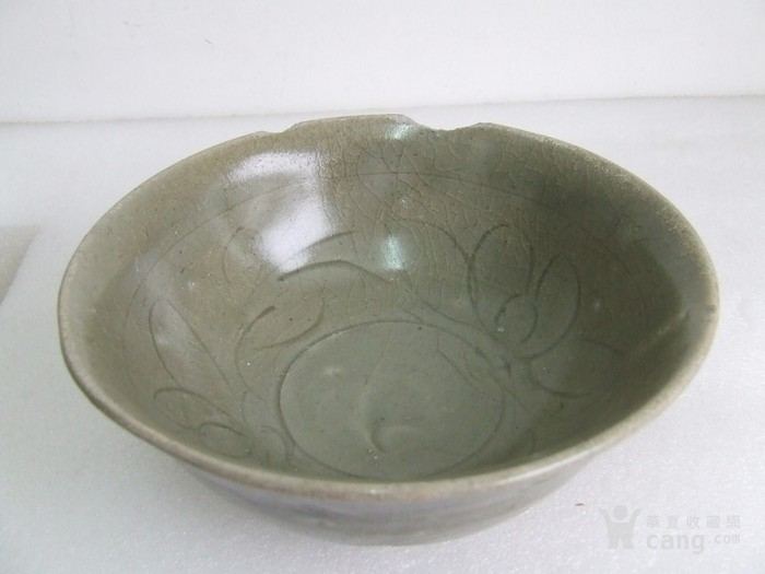 出水的南宋刻纹龙泉碗图9