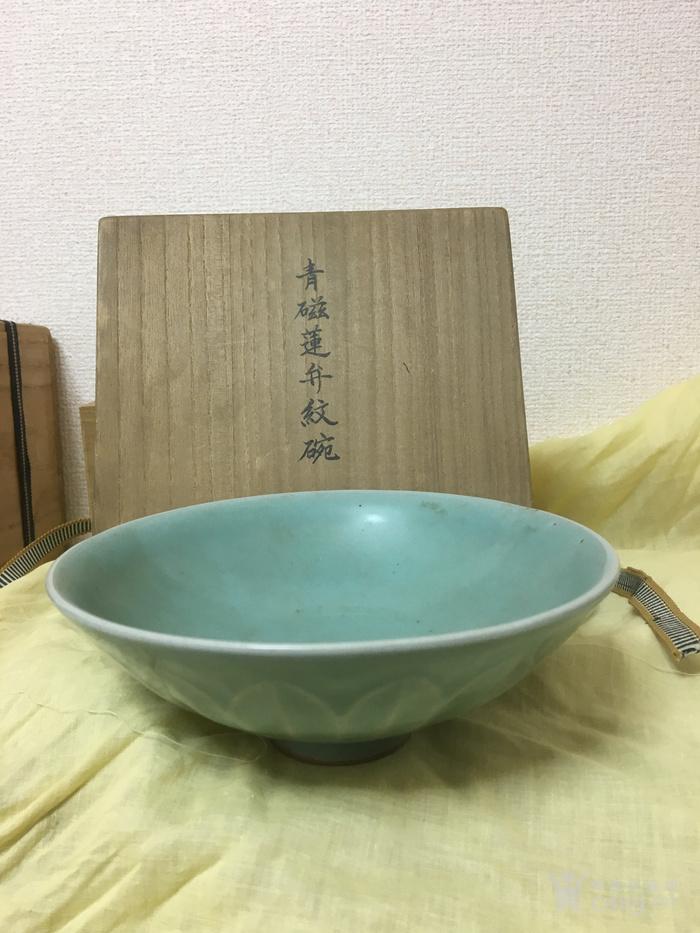 南宋龙泉窑莲瓣碗图2
