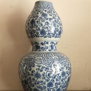 清早期青花缠枝花纹葫芦瓶