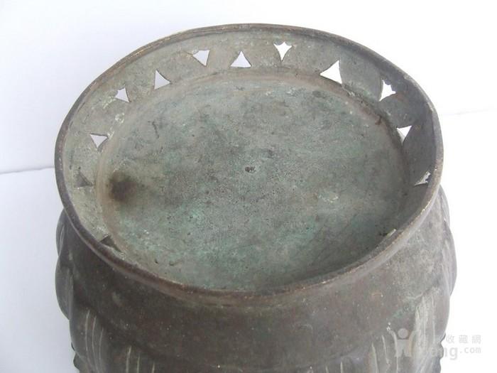 工艺漂亮的清代中晚期莲瓣纹黄铜圆香炉图7