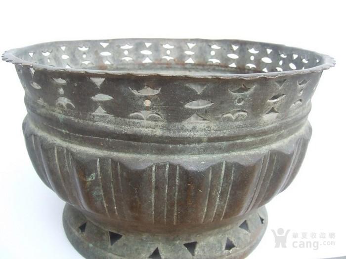 工艺漂亮的清代中晚期莲瓣纹黄铜圆香炉图10