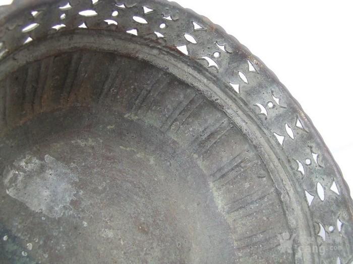 工艺漂亮的清代中晚期莲瓣纹黄铜圆香炉图11