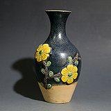 唐三彩堆塑贴花卉纹瓶