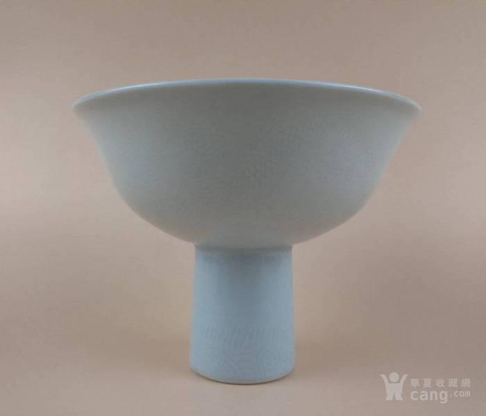 清中晚期 白釉暗刻双龙戏珠纹高足靶碗图2