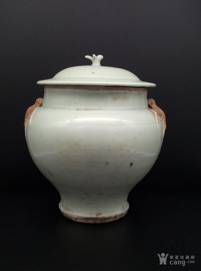 青釉大罐。图1