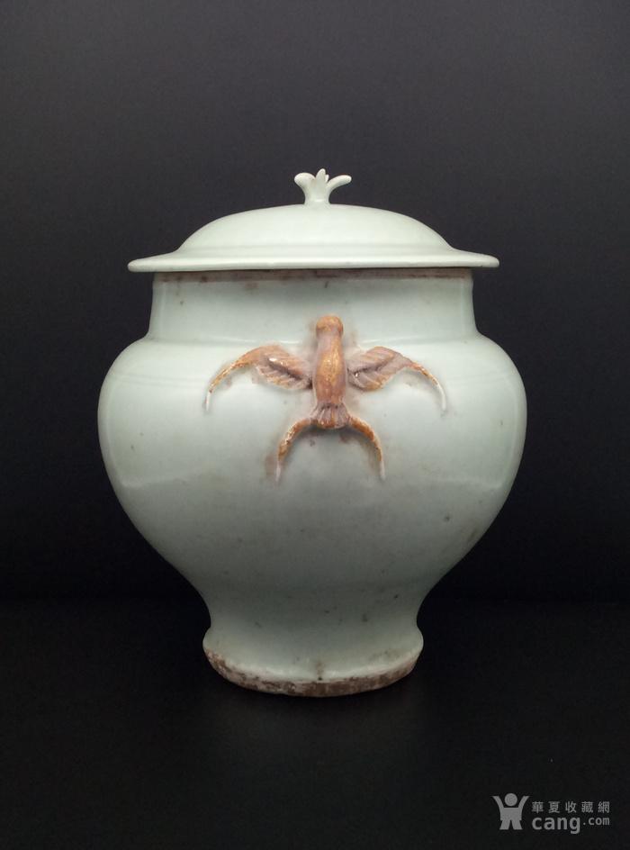 青釉大罐。图2