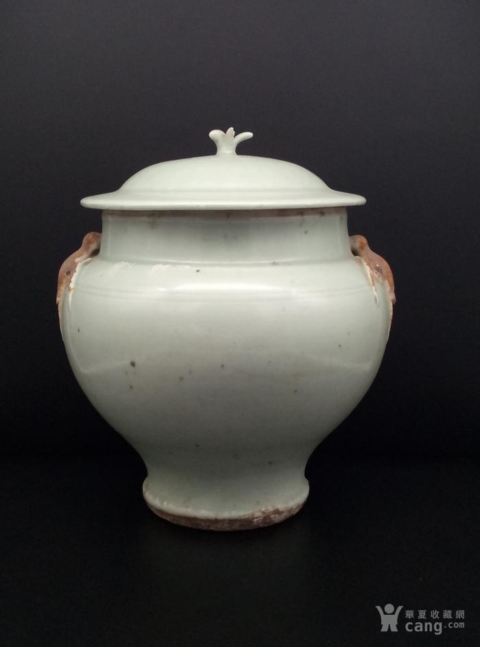 青釉大罐。图3