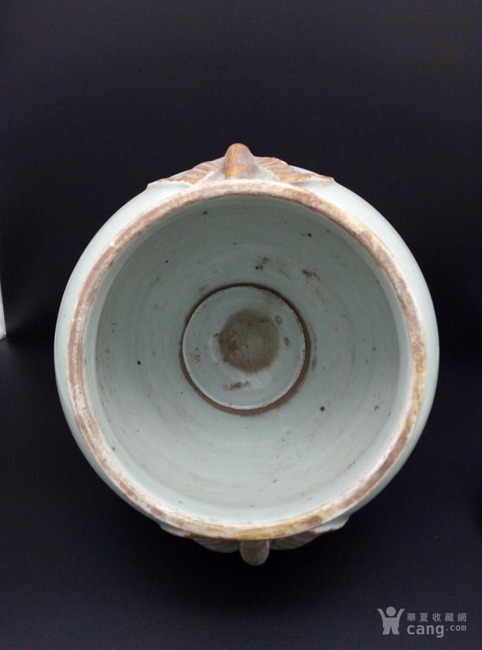 青釉大罐。图6