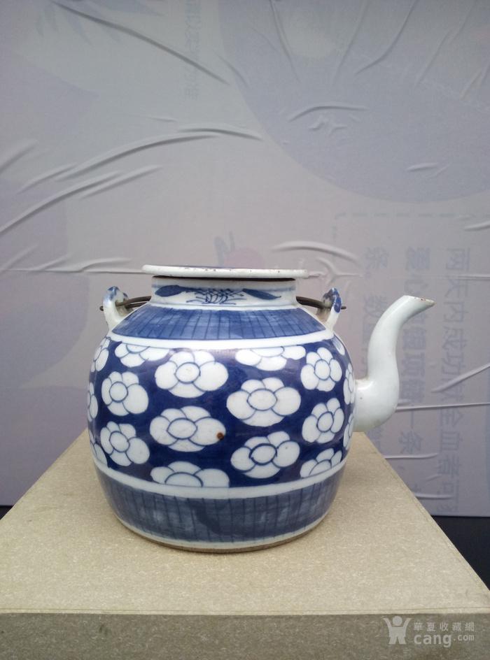 青花壶。图1