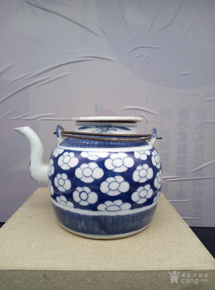 青花壶。图3