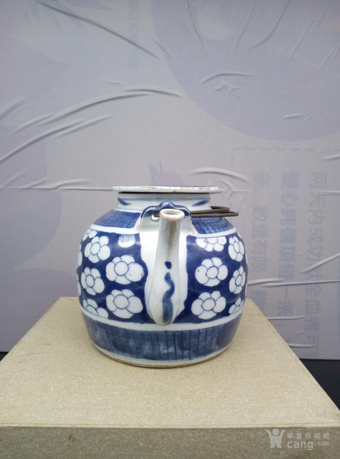 青花壶。图4