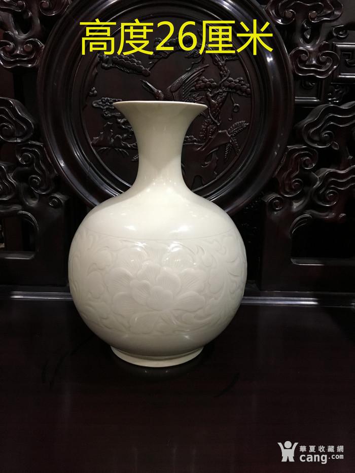 定窑刻花瓶 宋 图1