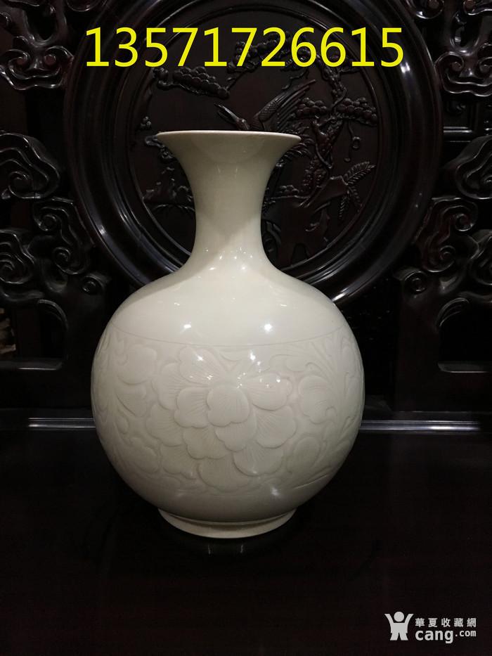 定窑刻花瓶 宋 图2